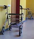 Pflege: Rollator im Altersheim