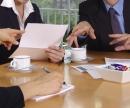 Bank: Gespräch zwischen Kunden und Berater