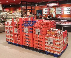 Weihnachts-Süßigkeiten im Supermarkt