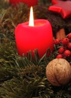 Brandgefahr: Kerzenschein zu Weihnachten